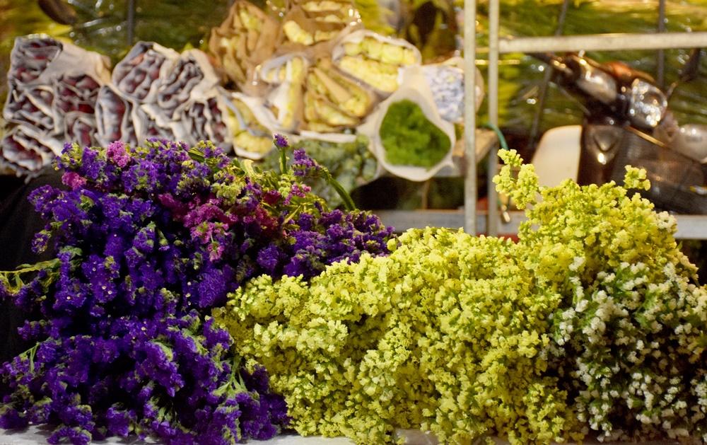 [Chùm ảnh] Chợ hoa đêm nhộn nhịp trước ngày 20/11 - Hình 4