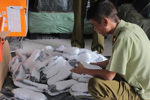 Pháp luật - Hà Nội: Phát hiện 2.650 đôi giày không rõ nguồn gốc