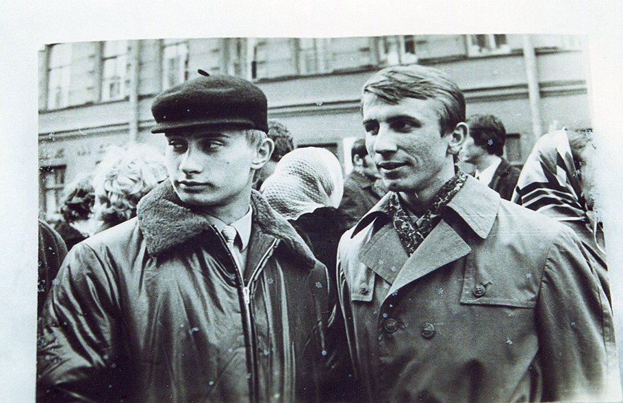 Hồ sơ - Những năm tháng nhọc nhằn của điệp viên Putin ở Đông Đức (Hình 2).