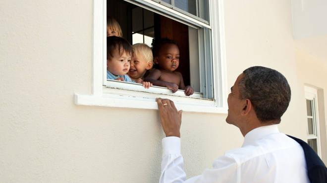 Cựu Tổng thống Obama viết gì trong thông điệp phá kỷ lục với 3 triệu người thích?