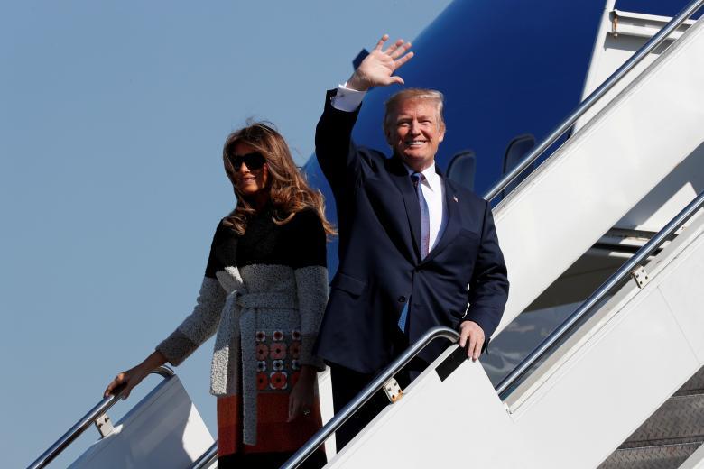 Những khoảnh khắc đặc biệt của Tổng thống Trump trên đường công du châu Á - Hình 1