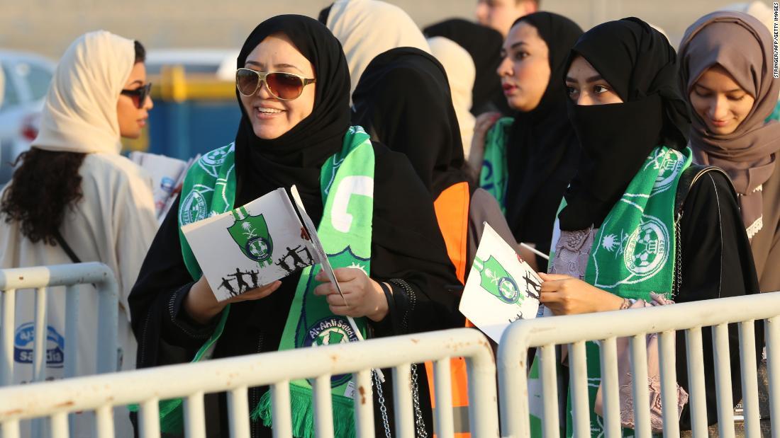Tiêu điểm - Phụ nữ Saudi Arabia lần đầu tiên được phép xem bóng đá trong đời