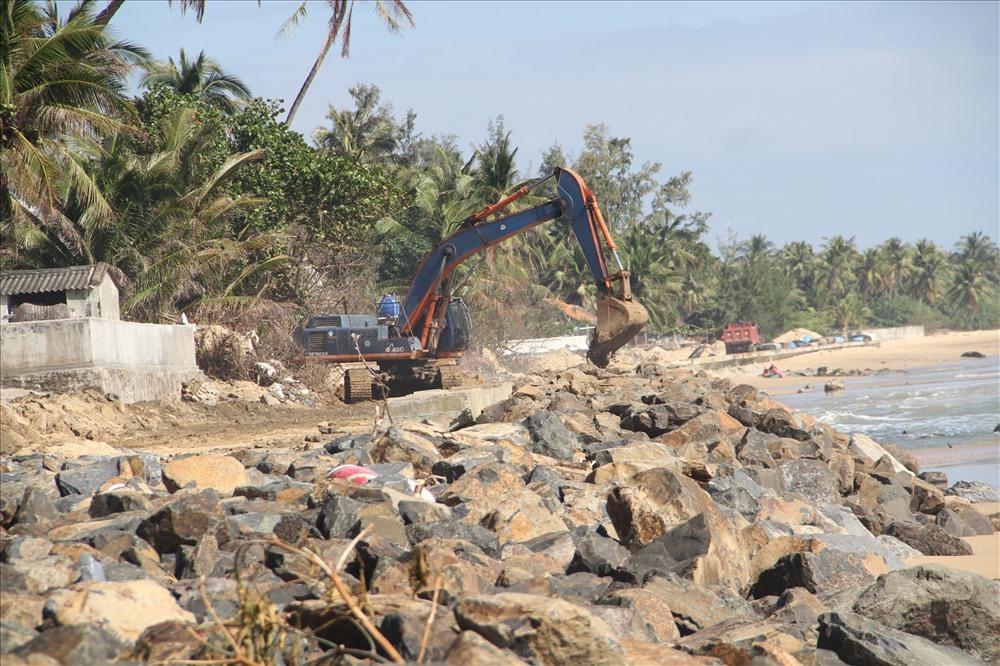 Nhiều nhà cửa bị sóng biển đánh sập, đổ ở Phú Yên - Hình 8