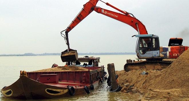 """Điểm nóng - Dai dẳng nạn """"cát tặc"""" trên sông Thu Bồn (Hình 2)."""
