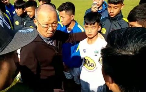 Bóng đá Việt Nam - 2 lời khuyên HLV Park Hang-seo tặng tài năng trẻ Học viện HAGL JMG