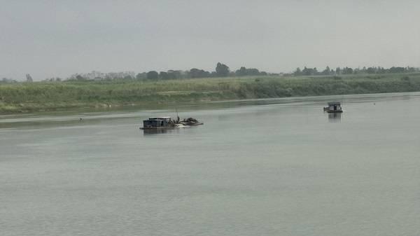 Điểm nóng - Thanh Hóa: Cần chấm dứt việc khai thác cát trái phép trên sông Mã (Hình 2).