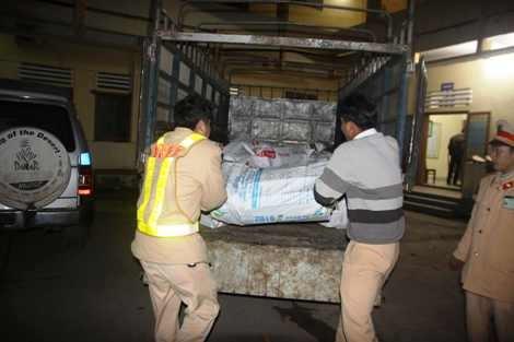 Điểm nóng - Giấu 1,1 tấn gỗ quý hiếm trong bao tải để qua mặt cơ quan chức năng