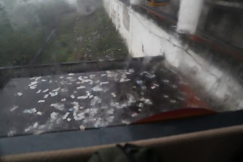 Xô đẩy nhau, vứt rác bừa bãi tại lễ hội chùa Hương - Hình 5
