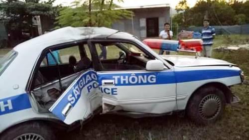An ninh - Hình sự - Quảng Ninh: Xe CSGT gặp nạn khi truy đuổi xe nghi tàng trữ ma túy