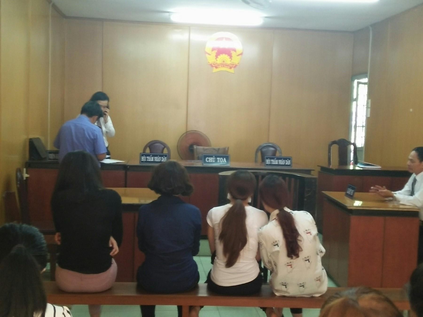 Pháp luật - Bốn 'hotgirl' môi giới cho đồng nghiệp bán dâm lĩnh án