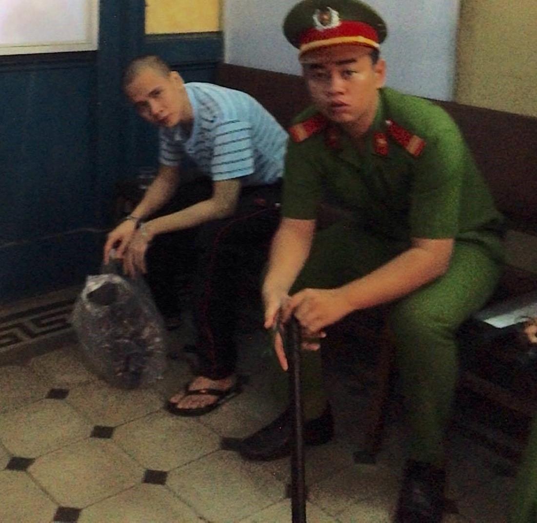 Hồ sơ điều tra - Tử tù ngất xỉu giữa phòng xử ngay khi tòa vừa khai mạc