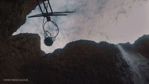 Cộng đồng mạng - Kỷ lục thế giới mới: Ném bóng rổ từ độ cao 200 mét (Hình 3).