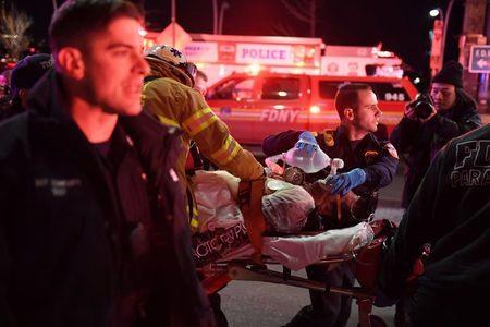 Tiêu điểm - Mỹ: Hình ảnh hiện trường vụ trực thăng lao xuống sông ở New York (Hình 5).