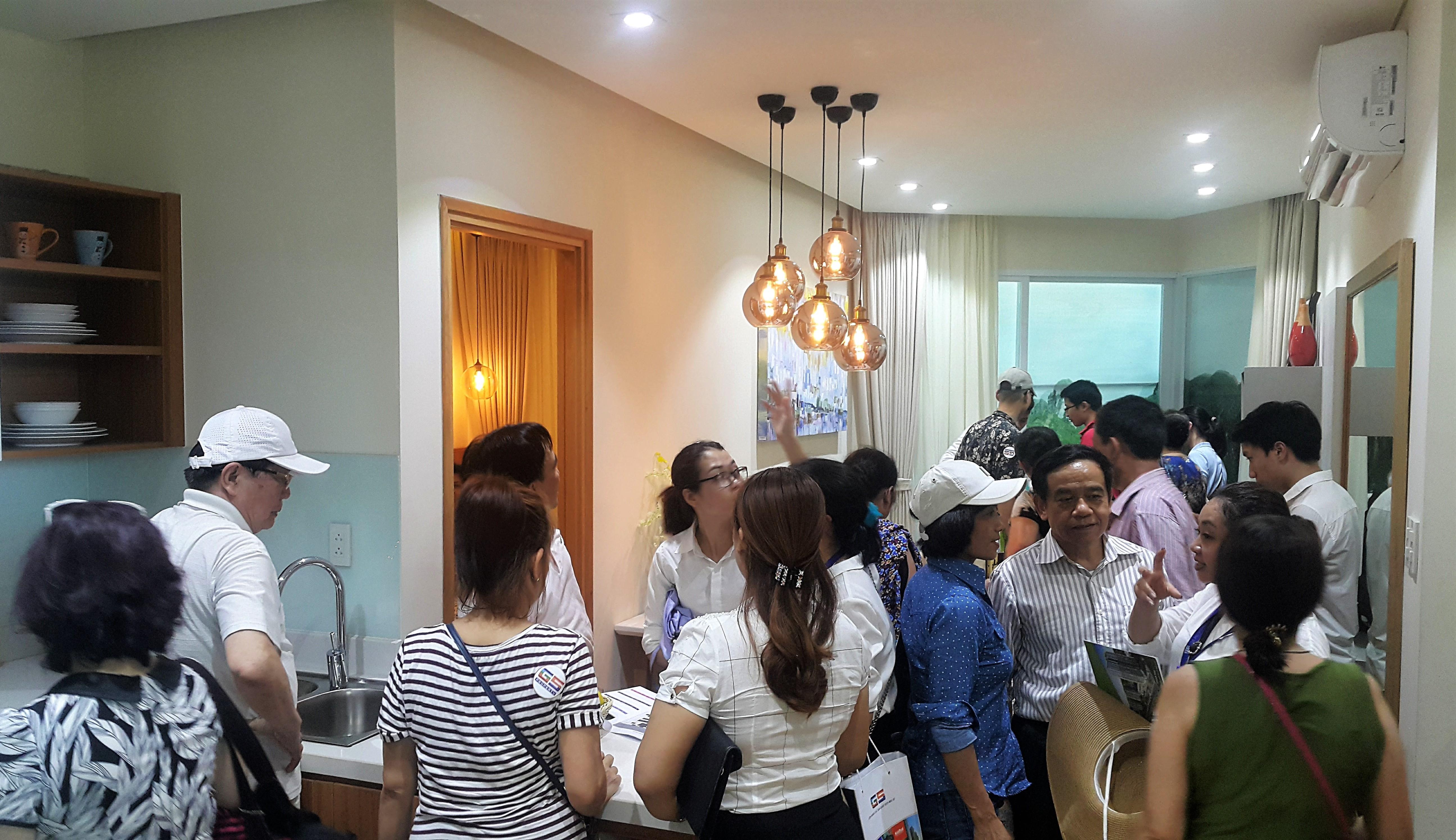 Cần biết - Hàng trăm khách Hà Nội đổ xô về Hạ Long để xem một căn hộ (Hình 2).