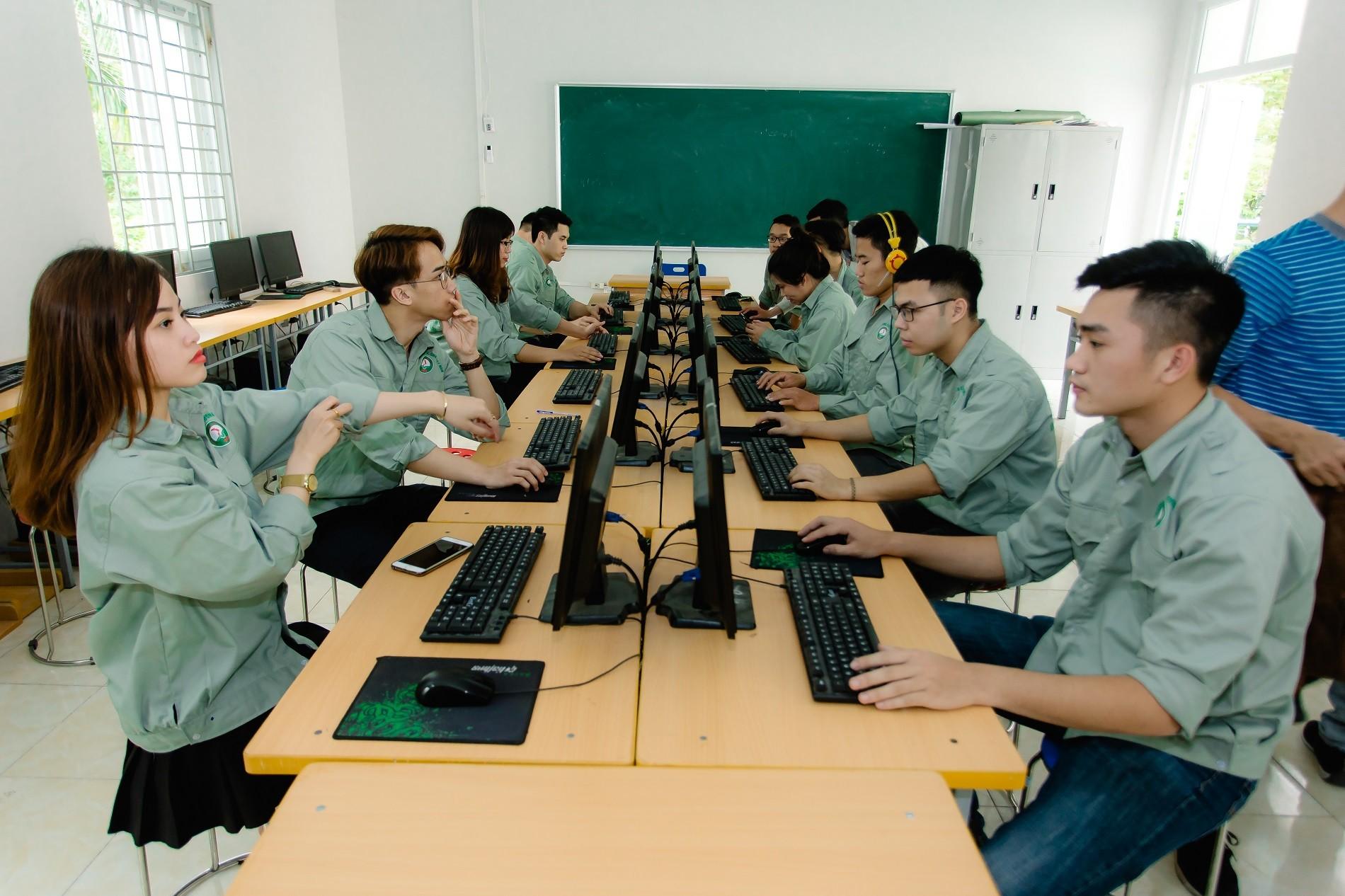 """Truyền thông - Bất ngờ trường duy nhất cam kết """"bao"""" việc làm, hoàn học phí nếu thất nghiệp (Hình 5)."""