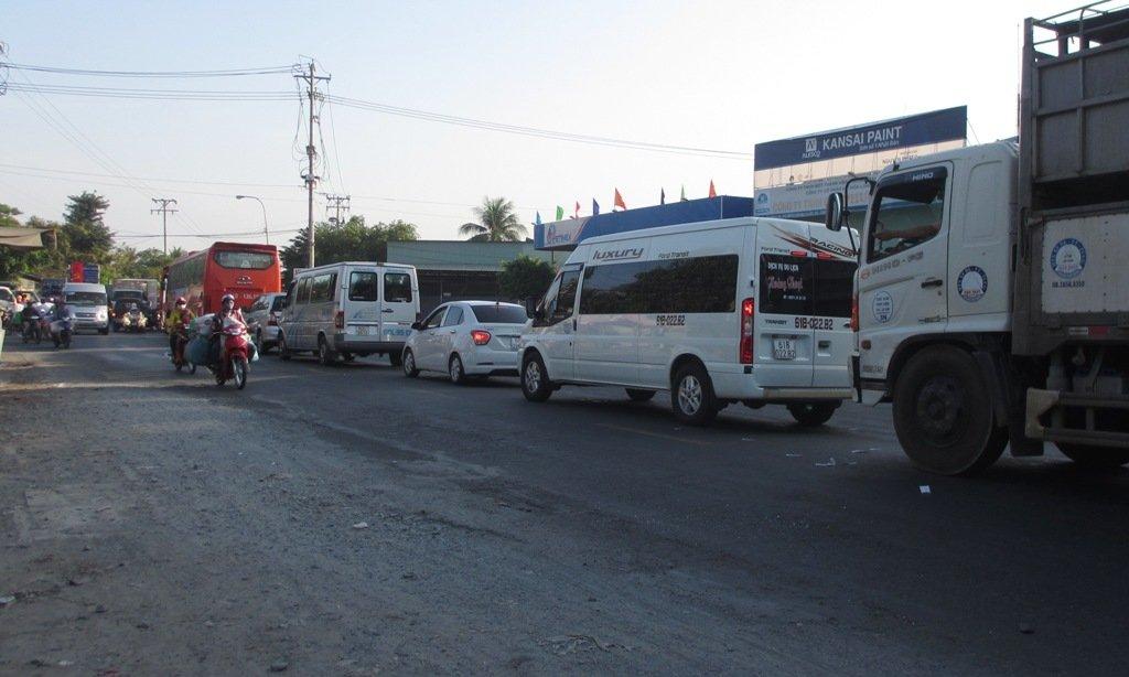 Tin nhanh - Người dân đổ về miền Tây ăn Tết, phà Vàm Cống ùn xe hàng km (Hình 2).