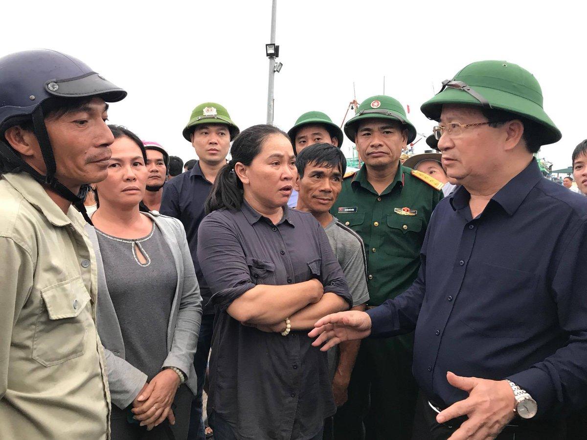 Tin tức - Chính trị - Phó Thủ tướng yêu cầu rút kinh nghiệm từ bão số 12 để ứng phó bão số 14