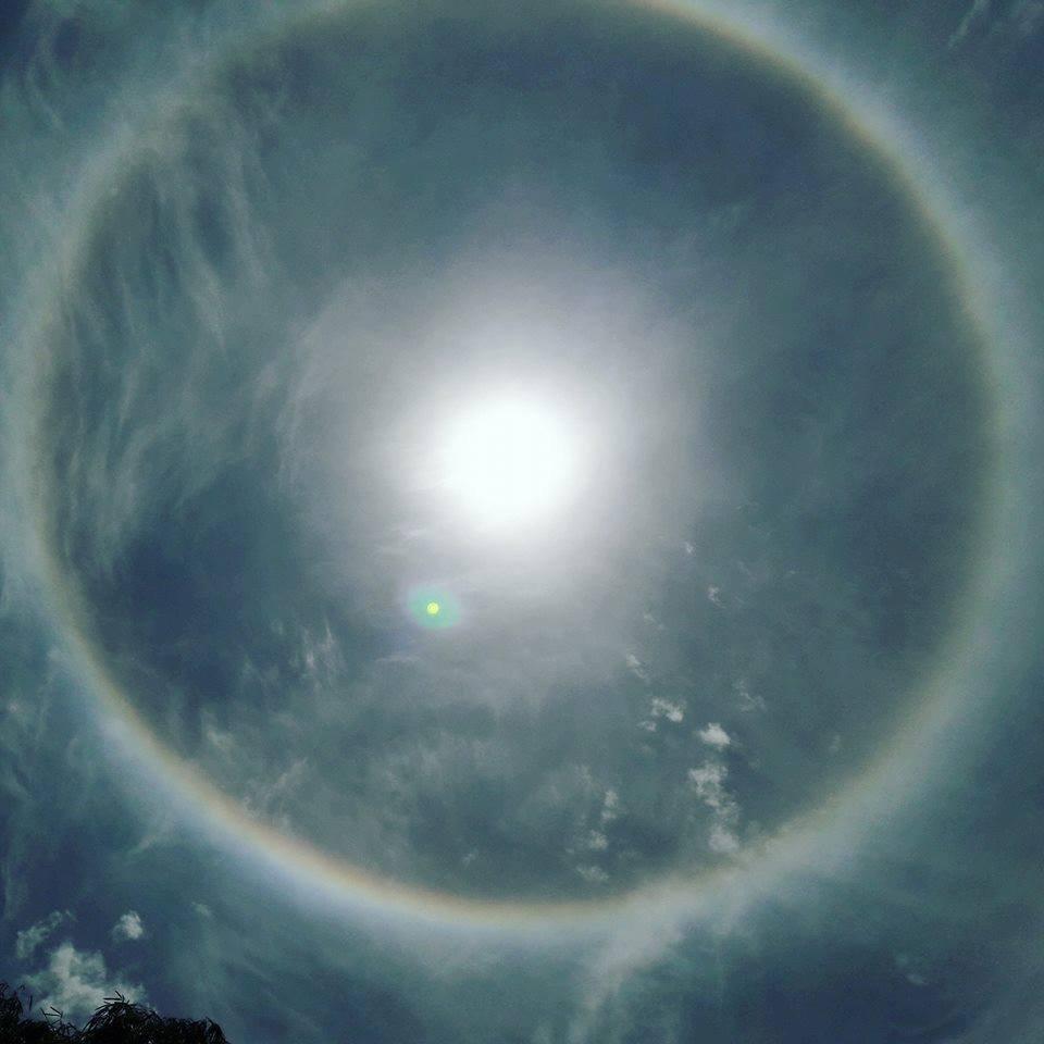 Video - Clip: Xuất hiện vầng hào quang hiếm thấy bao quanh mặt trời ở Yên Bái (Hình 6).