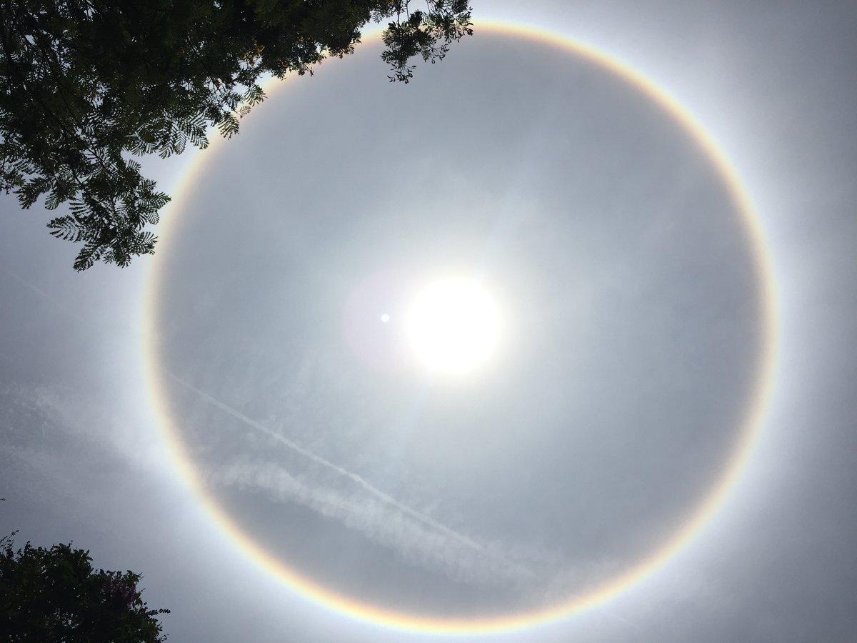 Video - Clip: Xuất hiện vầng hào quang hiếm thấy bao quanh mặt trời ở Yên Bái (Hình 2).