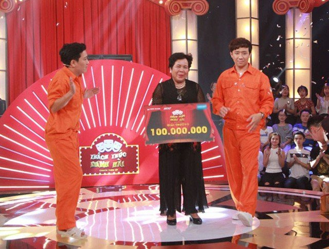 Giải trí - 'Hạ gục' giám khảo, cô bán chè ẵm 100 triệu tại Thách thức danh hài (Hình 2).