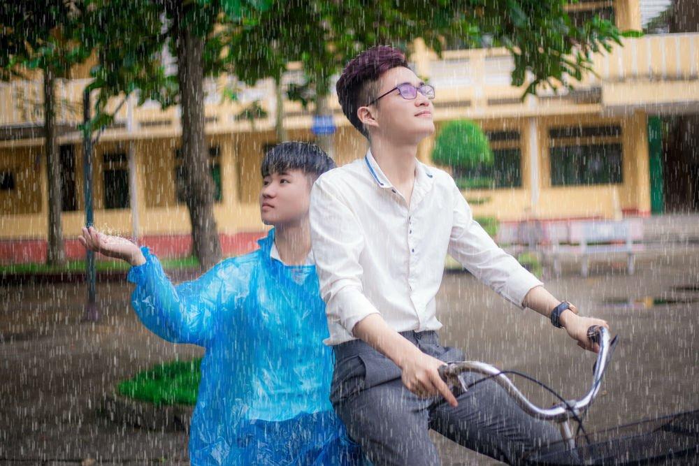 """Cộng đồng mạng - Bộ ảnh cover """"Em trai mưa"""" của chàng trai đồng giới gây bão mạng (Hình 8)."""