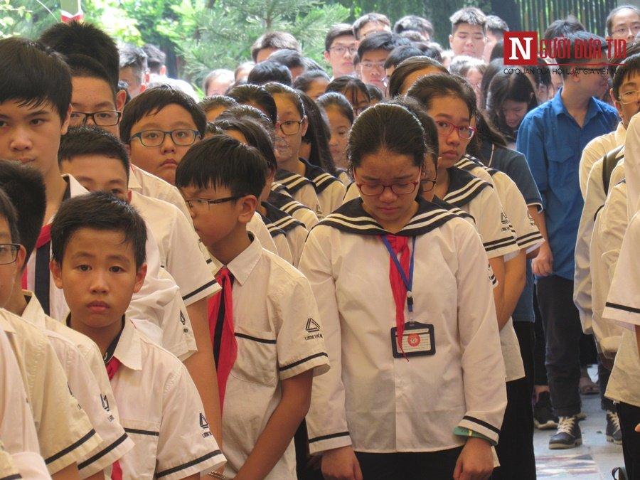 Đời sống - Hàng nghìn cô trò đứng dọc hai bên đường tiễn biệt nhà giáo Văn Như Cương  (Hình 17).