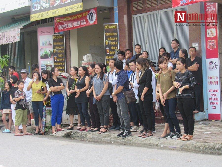 Đời sống - Hàng nghìn cô trò đứng dọc hai bên đường tiễn biệt nhà giáo Văn Như Cương  (Hình 18).
