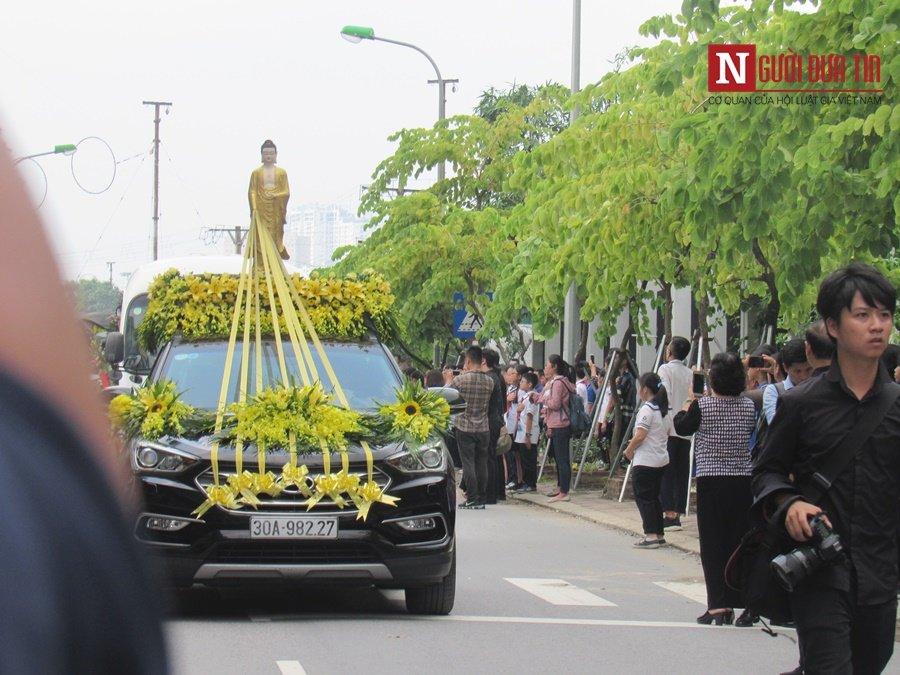 Đời sống - Hàng nghìn cô trò đứng dọc hai bên đường tiễn biệt nhà giáo Văn Như Cương  (Hình 22).