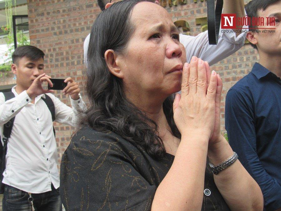 Đời sống - Hàng nghìn cô trò đứng dọc hai bên đường tiễn biệt nhà giáo Văn Như Cương  (Hình 26).