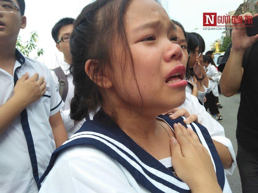Đời sống - Hàng nghìn cô trò đứng dọc hai bên đường tiễn biệt nhà giáo Văn Như Cương  (Hình 29).