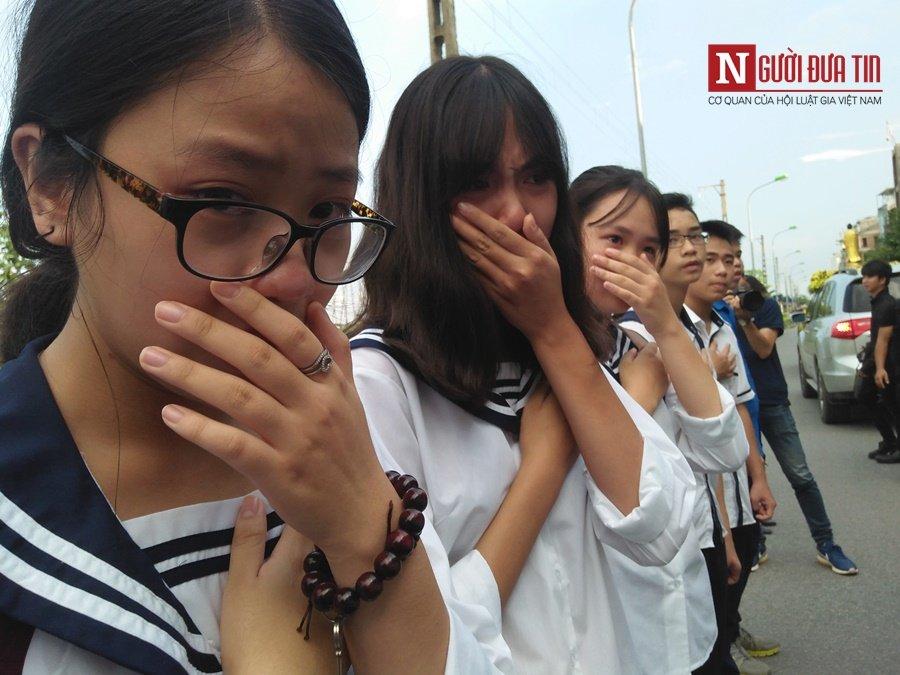 Đời sống - Hàng nghìn cô trò đứng dọc hai bên đường tiễn biệt nhà giáo Văn Như Cương  (Hình 30).
