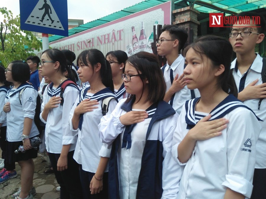 Đời sống - Hàng nghìn cô trò đứng dọc hai bên đường tiễn biệt nhà giáo Văn Như Cương  (Hình 34).