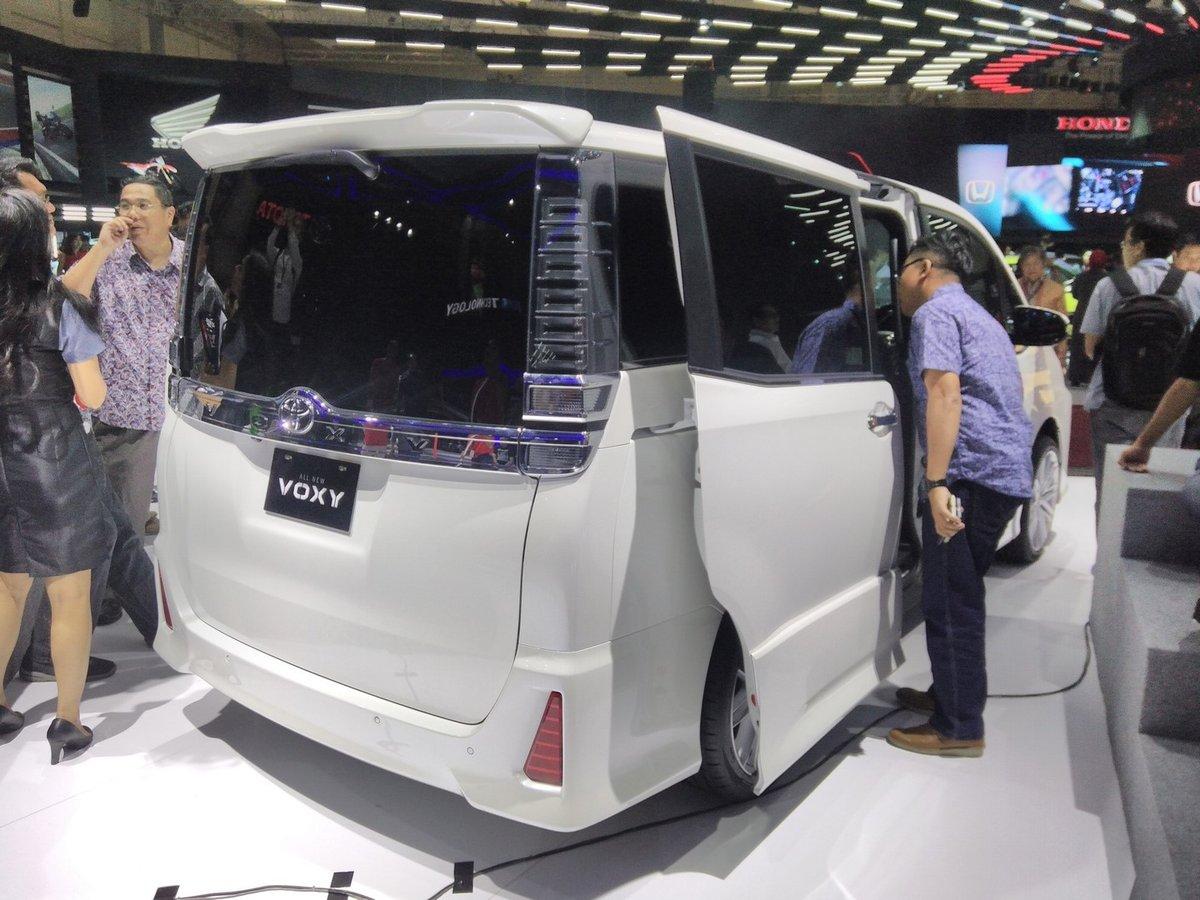 Xe++ - Phiên bản giá rẻ của Toyota Alphard chính thức ra mắt (Hình 4).