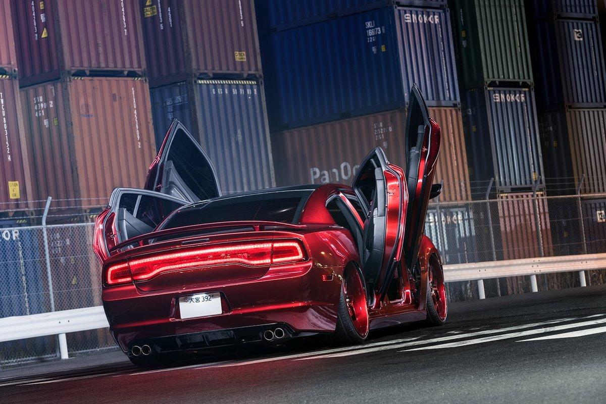 "Xe++ - Dodge Charger ""độ"" phong cách cửa cắt kéo Lamborghini (Hình 3)."