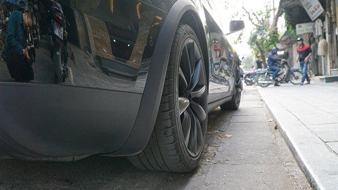 Xe++ - Chiếc SUV 'siêu hiếm' bất ngờ dạo phố tại Hà Nội (Hình 6).