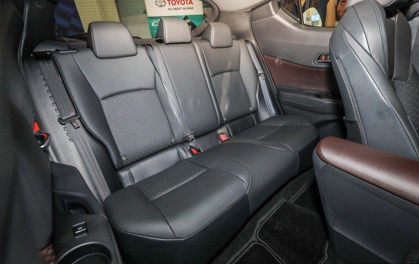 Xe++ - Toyota C-HR có giá bán hơn 800 triệu đồng tại Malaysia (Hình 8).