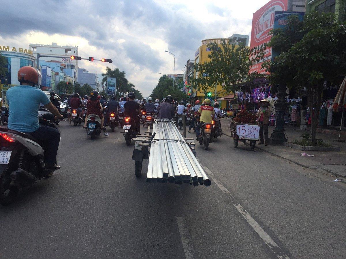 """Xã hội - Rùng mình nhìn """"lưỡi hái tử thần"""" di chuyển trên đường phố Đà Nẵng (Hình 4)."""