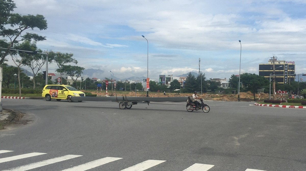 """Xã hội - Rùng mình nhìn """"lưỡi hái tử thần"""" di chuyển trên đường phố Đà Nẵng (Hình 5)."""