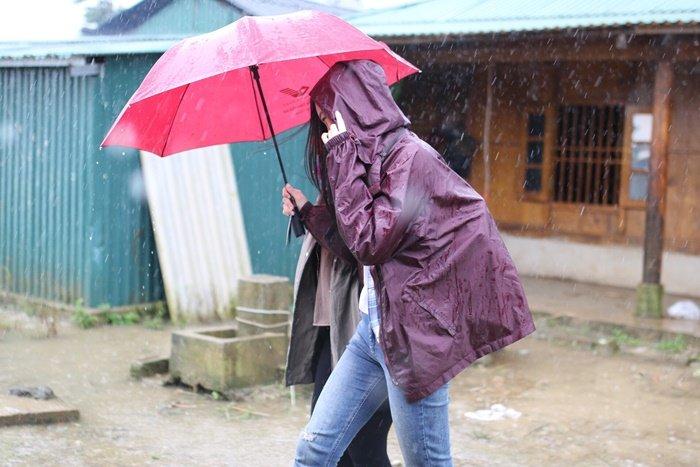Giải trí - Yên Bái sạt lở do mưa lũ, Hoa hậu Mỹ Linh bị mắc kẹt trên bản Cu Vai