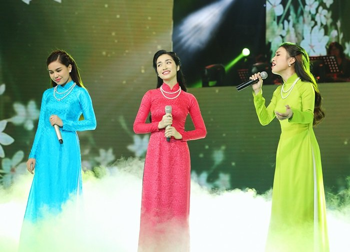 TV Show - Giang Hồng Ngọc, Đào Bá Lộc quấn quýt ở hậu trường (Hình 3).