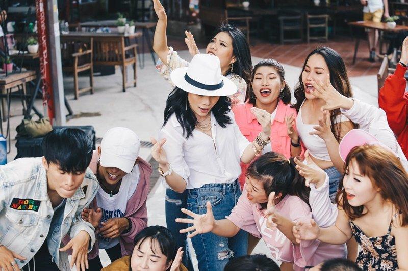 """Sự kiện - Mỹ Tâm lại làm """"nổ tung"""" mạng xã hội khi tung MV về điệu nhảy say rượu  (Hình 2)."""