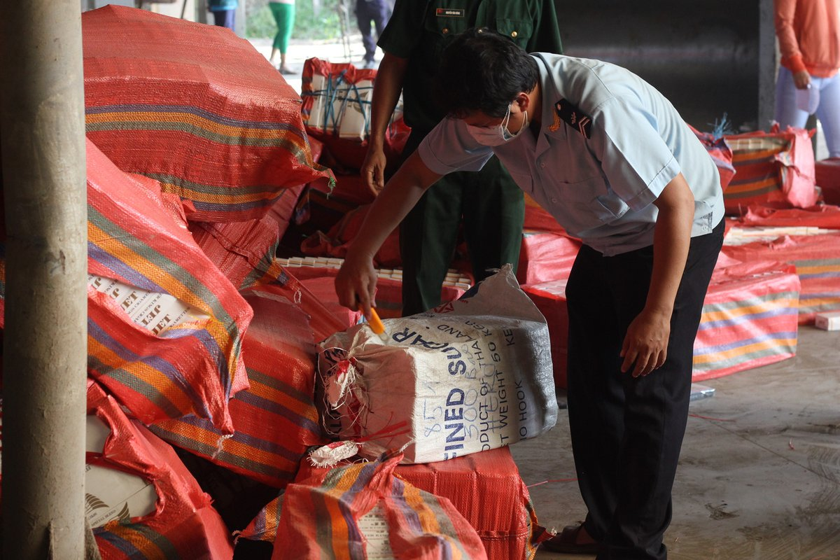 Tin nhanh - Tây Ninh: Tiêu hủy gần 600.000 gói thuốc lá giả nhập lậu