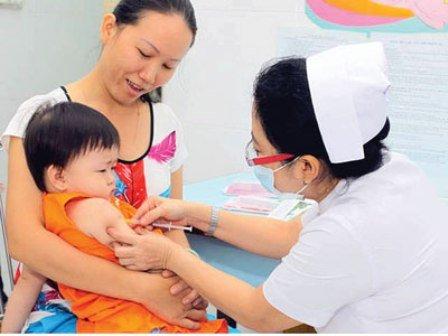 Tư vấn - Những lưu ý đặc biệt quan trọng khi đưa trẻ đi tiêm chủng cha mẹ không thể bỏ qua