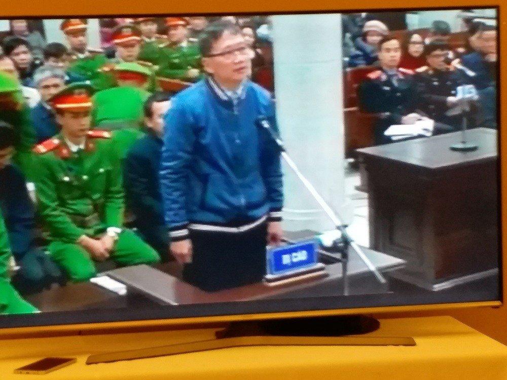 """Hồ sơ điều tra - Vụ xét xử ông Đinh La Thăng: """"Vẽ"""" hợp đồng khống lấy tiền tiêu Tết"""