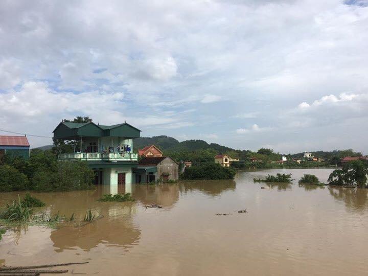 Xã hội - Thanh Hóa:  Nỗi xót xa của người dân trong vùng lũ, hàng nghìn ngôi nhà bị nhấn chìm