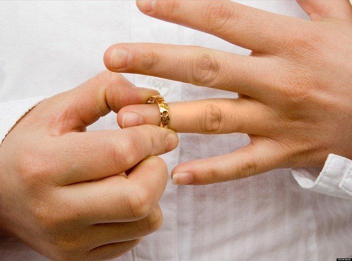 Góc nhìn luật gia - Có được ly hôn khi chồng đang mang nợ?
