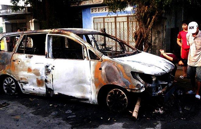 An ninh - Hình sự - Vụ hỗn chiến, đốt ôtô ở Bình Định: 9 nghi phạm ra đầu thú