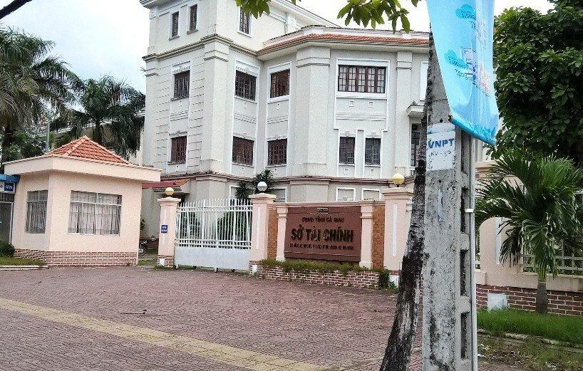 Xã hội - Cà Mau: Sự thật việc lãnh đạo sở Tài chính 'gạ' bán sách, 'dọa' địa phương