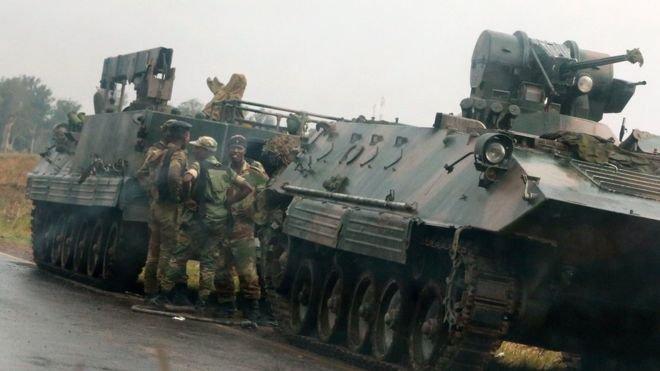Tiêu điểm - Lính Zimbabwe chiếm đài phát thanh quốc gia, bao vây  dinh thự Tổng thống