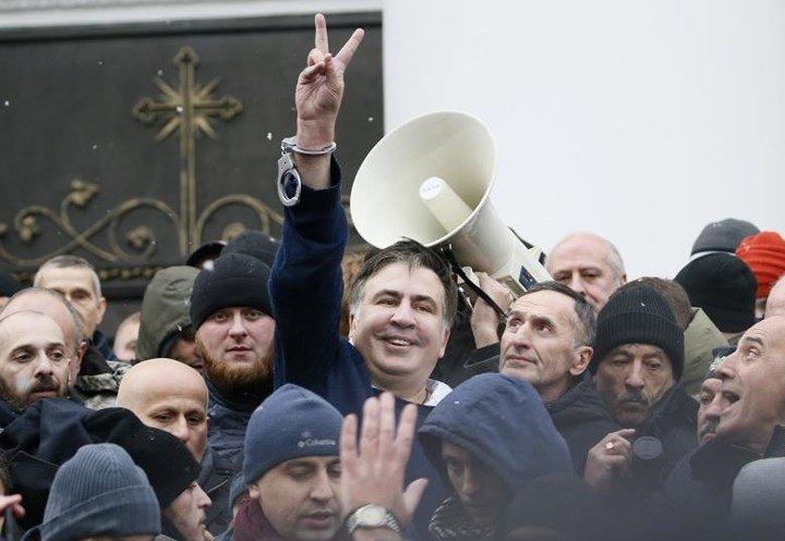 Tiêu điểm - Cựu Tổng thống Gruzia bị cảnh sát đặc nhiệm bắt trên mái nhà (Hình 2).